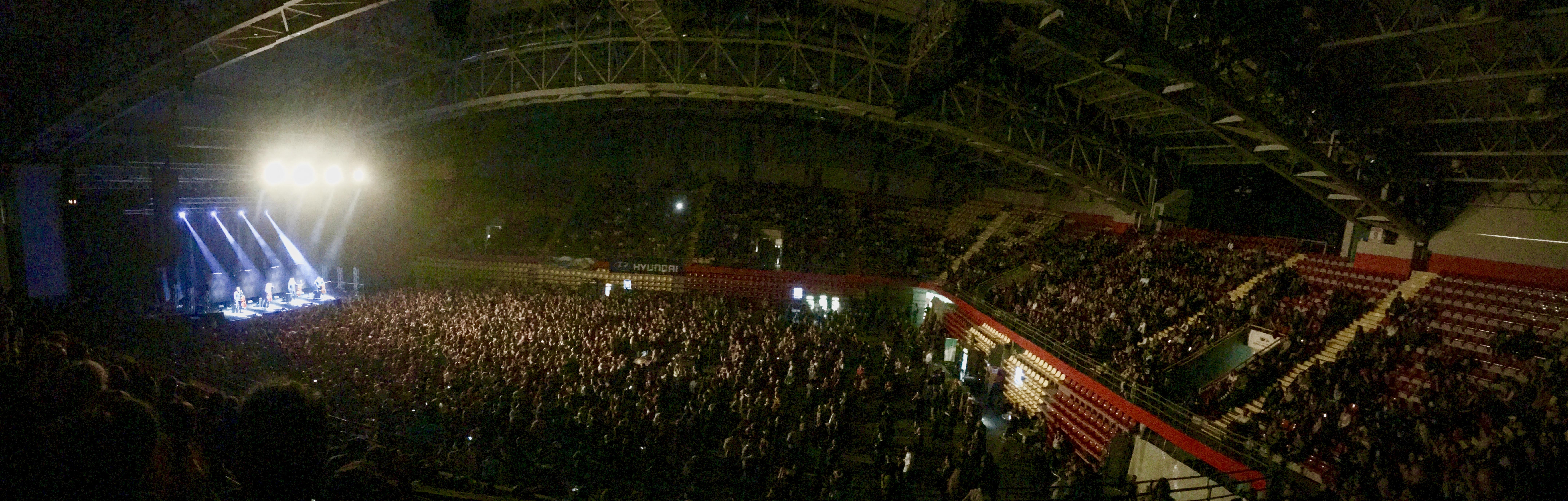 """ВИРТУОЗИ НА ВИОЛОНЧЕЛО: """"Апокалиптика"""" ги свирише хитовите на """"Металика"""" во Скопје (ФОТО)"""